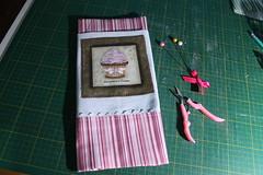 Pano de Prato (ceciliamezzomo) Tags: pink kitchen de dish handmade pano stripe rosa towel cupcake patchwork prato cozinha striped listras ricrac listrado listra bolinho sianinha trancelim