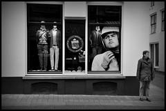 Zutphen (NL) - 2016/05/16 (Geert Haelterman) Tags: blackandwhite white black holland monochrome nikon candid nederland streetphotography zwart wit geert streetshot zutphen photoderue d90 straatfotografie photographiederue fotografadecalle strassenfotografie fotografiadistrada haelterman
