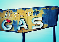 Sinclair G A S (Laurence's Pictures) Tags: classic 30 town us highway antique ghost lincoln i80 sinclair bosler sincalir