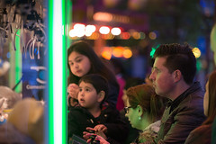 Trying to beat the claw machine (Rob Kints (Robk1964)) Tags: gambling fairground bokeh thenetherlands fair denhaag funfair thehague kermis clawmachine 2015 grijper gameofchance kortevoorhout koningskermis faircranemachine