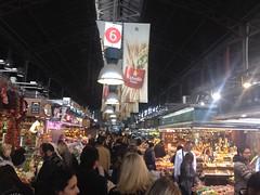 El mercado de la Boquería en Barcelona (Dörmögő Dömötör) Tags: barcelona people shopping spain gente market crowd espana mercado boqueria compras