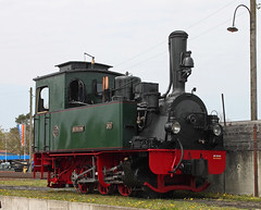 Hermann (The Rubberbandman) Tags: railroad cars car museum train germany private tank diesel outdoor tracks engine eisenbahn railway zug loco turntable historic steam company route dev german repair depot restoration locomotive passenger gauge narrow standpipe hermann fahrzeug hoya lokomotive dampfmaschine bruchhausen vilsen