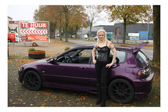 My Muse loves her cars # 1 (YobeK) Tags: mijnmuze mymuse blonde eyesblue stoer strong foxylady yobekakajohankuhlemeier lekker nice