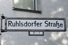 047 Ruhlsdorfer Strae (Alte Wilde Korkmnnchen) Tags: berlin kreuzberg readymade keinaltewildekorkmnnchen keinjoyfox