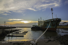 (jineminglee180) Tags: sunset sea fish stone skyline sunrise boat taiwan bluesky tokina1224mm canoneosm