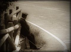 Miradas (P e p a) Tags: sepia miradas filtros