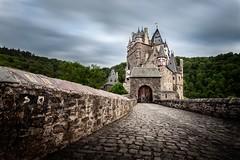 Nouvelle collocation (Malcolm Photographie) Tags: travel sky cloud castle canon germany nice beautifull eltz