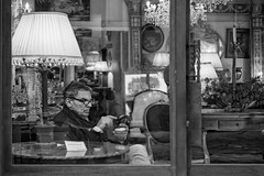 Telefonata dal passato (carlo tardani) Tags: bw toscana telefono bianconero arezzo piazzagrande blackandwhitephotos fieraantiquaria telefonata nikond800 negozioantichit