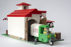 Pizzeria (Roloff) Tags: city lego pizza modular pizzeria piaggio minifigure moc series11 deliveryvan myowncreation 32x16 pizzadeliveryman collectableminifigure 7100711