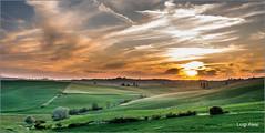 tramonto in Val d'Orcia (Luigi Alesi) Tags: sunset sky italy nature clouds landscape nikon scenery italia raw tramonto nuvole natura hills val cielo d750 siena pienza toscana valdorcia paesaggio colline dorcia patrimonio dellumanit