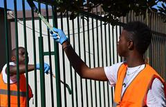 Kennedy14 (Genova citt digitale) Tags: richiedenti asilo genova piazzale kennedy agosto 2016 volontari nigeria lavoro ilva