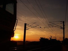 Sunrise and Class 66 Silhouette (Gilli8888) Tags: sunrise sun dawn silhouette railway rail infrastructure sky class66 loco locomotive diesel diesellocomotive linear overheads overheadlines freightliner