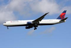 N832MH (JBoulin94) Tags: uk london john airport heathrow united kingdom delta international boeing airlines lhr egll 767400 boulin n832mh