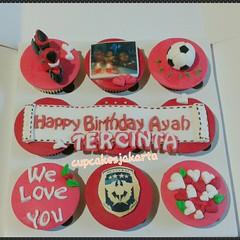 Cupcake Ulang Tahun Ayah - Merah (cupcakesjakarta) Tags: birthday cake cupcakes dad cupcake jakarta delivery papa tahun ulang suami merah ultah kue ayah bapak cowok pejatenvillage