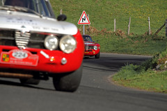 les Alfas (Steph Blin) Tags: auto red france cars sport race speed rouge automobile racing course motors alfa alfaromeo auvergne rallye voitures 2015 courbes tourauto virages vhicules italiennes worldcars
