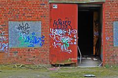 Svart hl (Quo Vadis2010) Tags: art tom painting graffiti se ruins paint grafitti message sweden empty konst doodle graffitti expressive scrawl lonely sverige solitary revolt scribble halmstad tegel disrepair klotter halland industri industrialruins unoccupied dslig mla mlning bostder rivning frfall vergiven bruk kludd vggmlning budskap slottsmllan abandonedruin tegelbruk spraya meansofexpression affrer sjlvfrverkligande enslig vergivenindustri industriifrfall municipalityofhalmstad formerbrickworks youthrevolt halmstadkommun norrainfarten wayofexpressingoneself uttrycksform sttattuttryckasig ungdomsrevolt synliggrande industryindisrepair fredettategelbruk underrivning kommandebostadsbebyggelse spreja konstnrligayttringar slottsmllansbruk