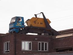 P1020394p (Gareth's Pix) Tags: london truck lorry skip canningtown skiplorry skiptruck skiploadertruck