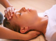 fh_092010_001 (stricklerkristy) Tags: germany gesicht hand massage augen frau medizin profil hnde kopf schmerz reiki entspannen entspannung ruhe ruhig auflegen geschlossen massieren alternativ heilung schmerzen heilen osteopathie