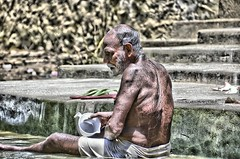 Magnfico Ganges (Camilo Farah Fotgrafo) Tags: chile old summer portrait india man rio river bag naked reflex agua nikon retrato sigma paseo varanasi torso camilo tradition 18 50 bang viejo aire lassi bao libre hdr farah canoa caballero ganges ghats aarti desnudo seor indu tacho varanassi brahman baando castas enjuagar beranes gampati aorti