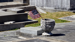 Key West Cemetery, FL (SomePhotosTakenByMe) Tags: city vacation friedhof usa holiday cemetery grave graveyard america keys island unitedstates florida outdoor flag urlaub tombstone insel stadt gravestone keywest grab amerika grabstein fahne flagge floridakeys keywestcemetery