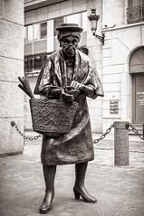 Madame Chapeau (patoche21) Tags: brussels bw woman art statue blackwhite belgium belgique femme streetphotography bruxelles nb rue voyages noirblanc personnage artmoderne photoderue patrickbouchenard
