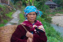 Red zao women (yuriye) Tags: portrait people woman face work asia child basket mother vietnam pa viet sa tradition tribe miao minority zao   redzao  yuriye