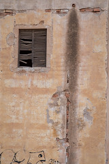 Untitled (SB Photographie) Tags: summer hot building window water wall architecture facade spain eau fuji geometry ruin andalucia ruine espana fujifilm past marques mur espagne chaud fenetre ete batiment andalousie geometrie pass xm1