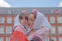 San Isidro, Madrid, 2016 (richard thomson) Tags: madrid festival daughter mother fiestas plazamayor sanisidro