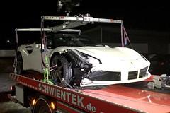 Unfall: 22-Jhriger Internetmillionr fhrt 200.000 Euro Ferrari zu Schrott (motorholic7) Tags: race crash autobahn ferrari illegal rennen unfall strasenrennen motorholic ferrari488 488gtb