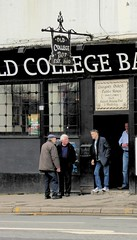 old college bar (Glesga Geek) Tags: old college bar drunk pub glasgow smokers oldest drinkers highst punters