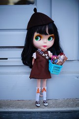 """""""Wanna buy some cookies, Ma'am?"""" (vogon_poet1) Tags: blythe bl goldie allgoldinone stock"""