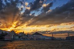 Ultimos rayos del da (Juanra Rey) Tags: atardecer nubes bizkaia portugalete rayosdesol puentecolgante nikond90 tokina1116 riadelnervion