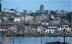 0336-VILA NOVA DE GAIA Y SUS BODEGAS EN LA HORA AZUL (-MARCO POLO-) Tags: ciudades rincones atardeceres rios