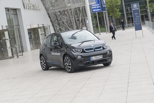 Minister Dobrindt driven by the BMW i3