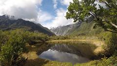 322 - Reflet des montagnes dans le bassin