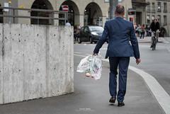 Bern-Street (Zaugg Simon Photography) Tags: street flower schweiz switzerland streetphotography blumen stadt bern anzug 2016 zauggsimonphotography