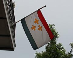 French Quarter - Vieux Carr (Flagman00) Tags: flag neworleans frenchquarter bandera fleurdelis thequarter vieuxcarr lanouvelleorlans