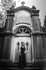 Shooting - Abysse 034 (Thomas Mathues) Tags: portrait cemetery graveyard dark model photoshoot mourning belgium belgique tomb gothic goth shooting widow gothique tombe cimetire modle hainaut