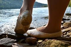 V pikotech u vody (08) (Merman cviky) Tags: ballet socks tights socken pantyhose slipper nylon slippers spandex lycra medias nylons balletslippers strumpfhose strumpfhosen ballerinas collant collants cviky ballettschuhe schlppchen ballettschuh ballettschlppchen elastan pikoty punoche
