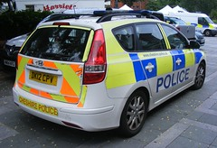 4516 - Cheshire Police - DK12 CPV - 061 (Call the Cops 999) Tags: sunday 24 july 2016 uk gb united kingdom great britain england north west cheshire 999 112 emergency service services vehicle vehicles police constabulary 101 warrington town centre hyundai 130 estate response patrol car dk12 cpv led lightbar battenburg chevron chevrons