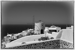 IMG_7557a - Santorini / Oia (Arne J Dahl) Tags: mill sea canon5dmarkll blackandwhite greece grkenland oia cyclades monochrome santorini water views canon outdoor vand