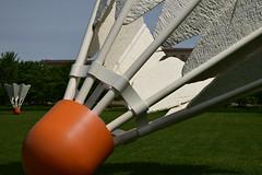 DSC_2772 (JSF539) Tags: statue kansascity missouri shuttlecock nelsonatkinsmuseum claesoldenburg coojsevanbruggen