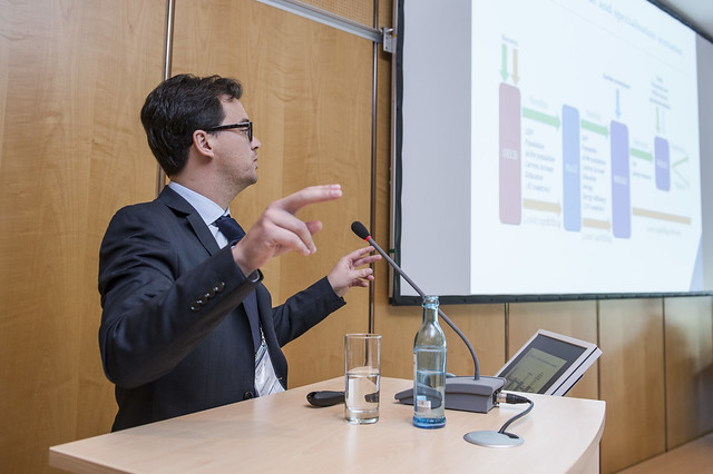Eduardo Olebarria presenting