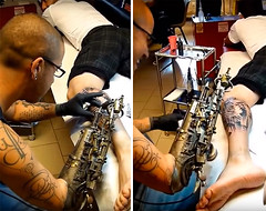 Tattoo Artist Who Lost His Arm Gets Worlds First Tattoo Machine Prosthesis (jh.siesta) Tags: tattoo lost artist machine first worlds gets prosthesis