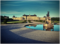 Drottningholm Palace (kurtwolf303) Tags: park sculpture reflection building topf25 architecture pond topf50 topf75 europe 500v20f sweden schweden skandinavien skulptur palace unesco architektur sverige scandinavia schloss teich topf100 spiegelung unescoworldheritage gebude omd travelphotography slott reisefotografie 900views eker 750views 1000v40f drottningholmpalace unescoweltkulturerbe 250v10f stockholmcounty systemcamera unlimitedphotos micro43 microfourthirds olympusem1 kurtwolf303