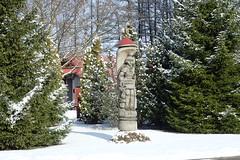 Statue @ Moletai (8pl) Tags: statue arbres maison moletai snow neige hiver soleil infinitexposure