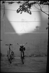 ghost rider (look-book) Tags: ghost rider fahrrad bicycle lookbook analog blackandwhite sw analogous analogue anlogo film trix d76 fotos foto analogicas bw selfdeveloped blackwhite black white blancoynegro noiretblanc 201211 leica cm 135 24x36