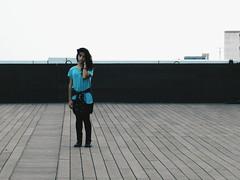 Terrazas 1 (leonardomuoz99) Tags: nikon coolpix p500 nikoncoolpixp500 cielo techo terraza lineas lejos zoom profundidad azul dark woman bella mirada bat chica modelo aire libre gente social