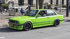 BMW 320i (R. Engelsman) Tags: 320i bmw mseries green auto car vehicle automotive oldtimer classiccar klassieker wheels rims rotterdam rotjeknor roffa 010 nederland netherlands holland street outdoor milieuzone protest coolsingel racing