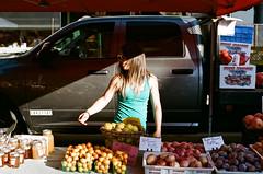 Farmers Market in San Luis Obispo (tmalsburg) Tags: 50mmf14 california darktable film nikonfe2 noritsukoki portra400 sanluisobispo street